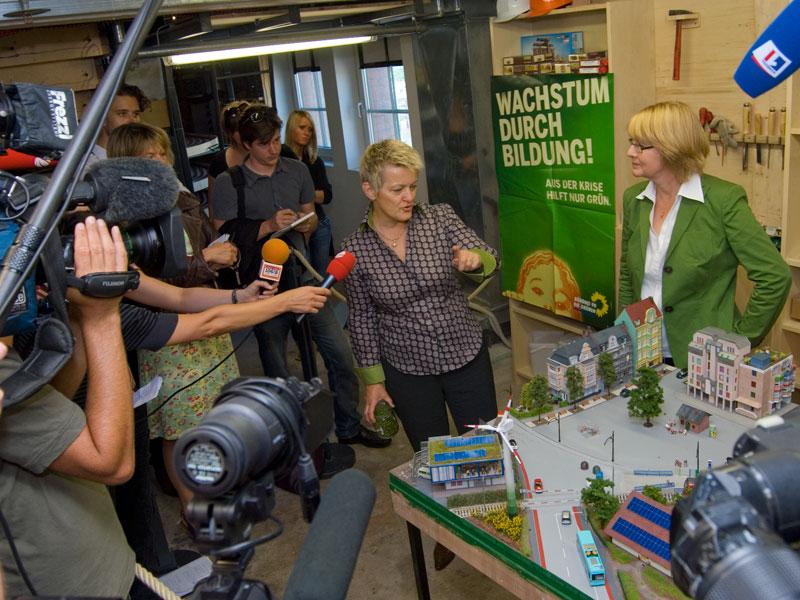 Renate Künast und Krista Sager stellen sich den Fragen der Presse.